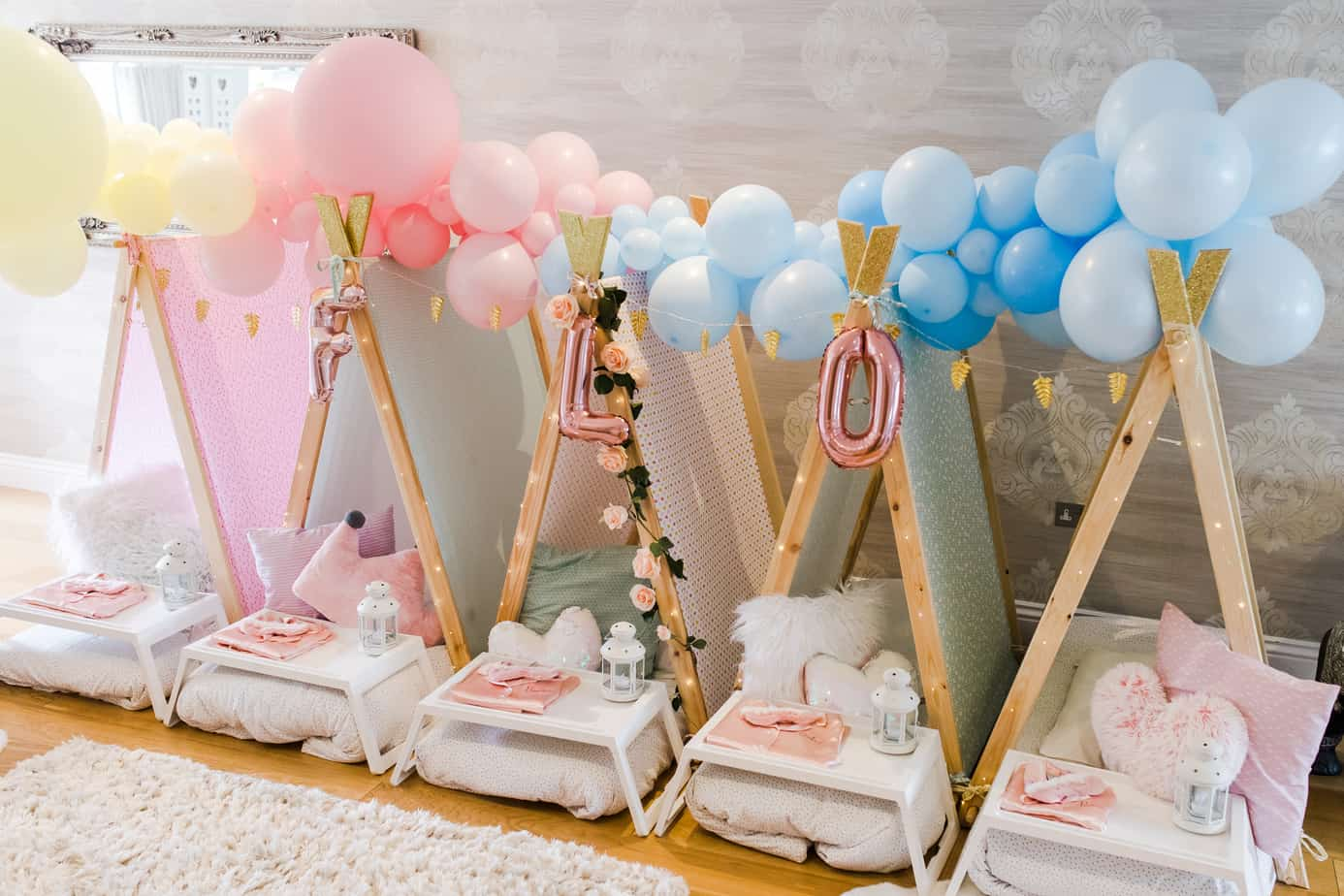 balloon garland in pastel colours